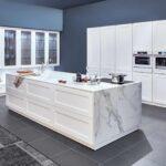 A Classic Country Kitchen Zeyko Cottage In Glossy Clear White Küchen Regal Wohnzimmer Real Küchen