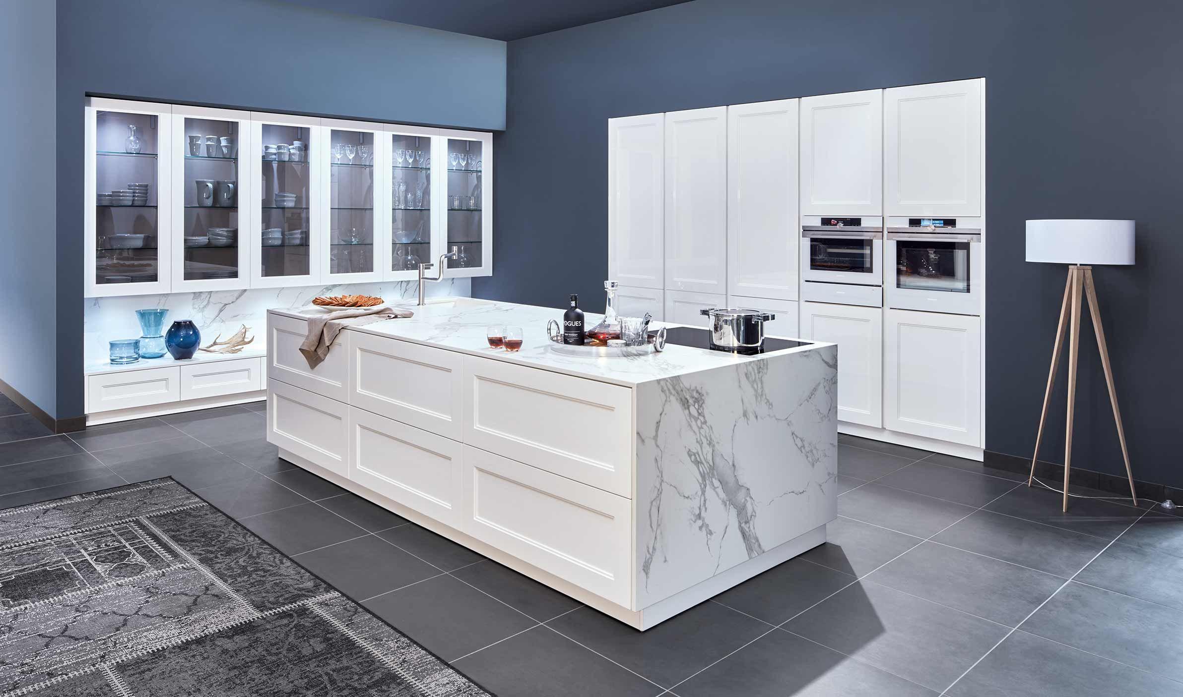 Full Size of A Classic Country Kitchen Zeyko Cottage In Glossy Clear White Küchen Regal Wohnzimmer Real Küchen