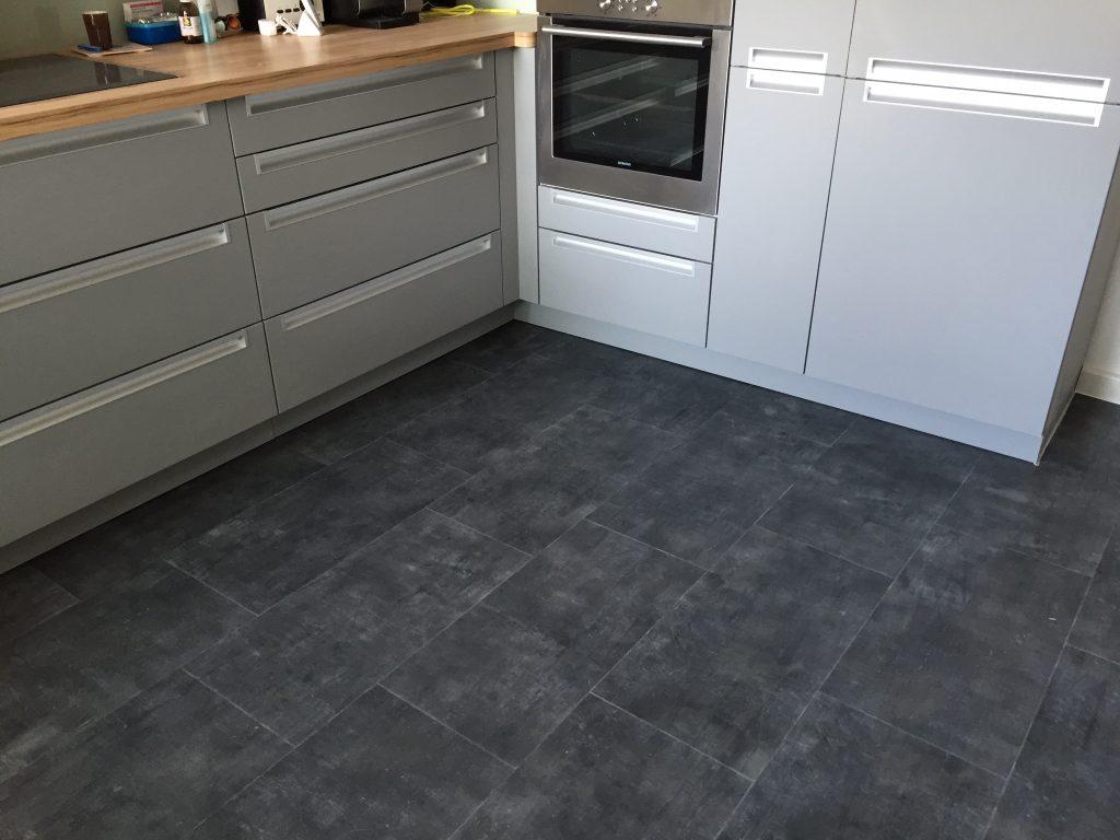 Full Size of Küche Boden Neuer Kchenboden Fussboden Mutsch Ikea Kosten Hochschrank Einhebelmischer Abfalleimer Stengel Miniküche Arbeitsschuhe Dusche Bodengleich Wohnzimmer Küche Boden