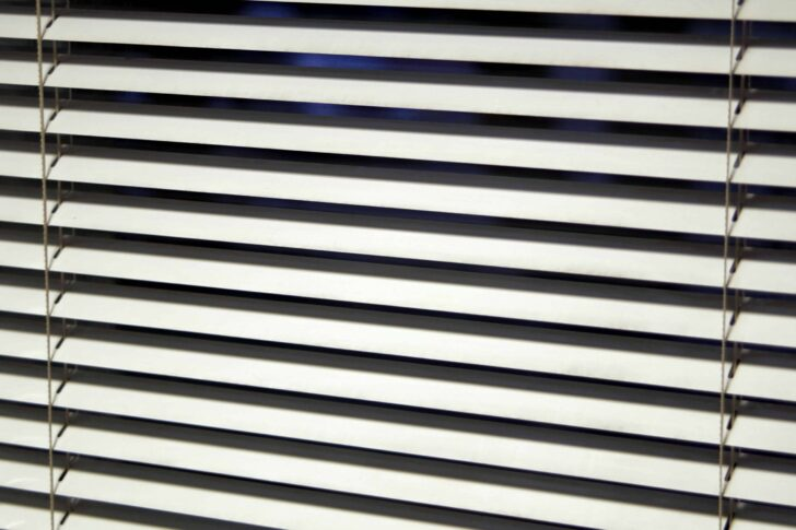 Medium Size of Jalousie Innen Fenster Test Empfehlungen 05 20 Gartenbook Insektenschutzgitter De Rolladen Nachträglich Einbauen Mit Sprossen Maße Köln Rollos Wohnzimmer Jalousie Innen Fenster