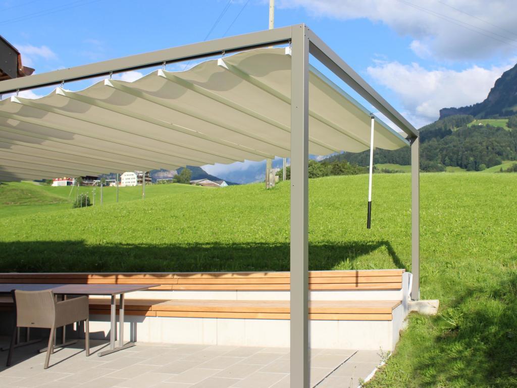 Full Size of Pergola Holz Modern Selber Bauen Bausatz Kaufen Moderner Sonnenstoren In Der Schweiz Kontraste Aus Alt Und Neu Betten Garten Moderne Deckenleuchte Wohnzimmer Wohnzimmer Holz Pergola Modern