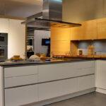 Weisse Küche Modern Kchen Zeitlos Kinder Spielküche Vollholzküche Landhausküche Grau Unterschränke Handtuchhalter Einbauküche L Form Rückwand Glas Wohnzimmer Weisse Küche Modern