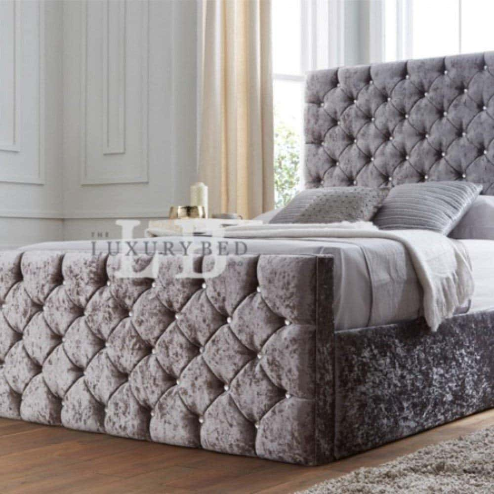 Full Size of Chesterfield Bett Samt Grau The Luxury Bed Co Kristall Mit Kopfteil Matratze Sofa Stoff 120x200 Weiß Clinique Even Better Make Up 180x200 Bettkasten Boxspring Wohnzimmer Chesterfield Bett Samt Grau