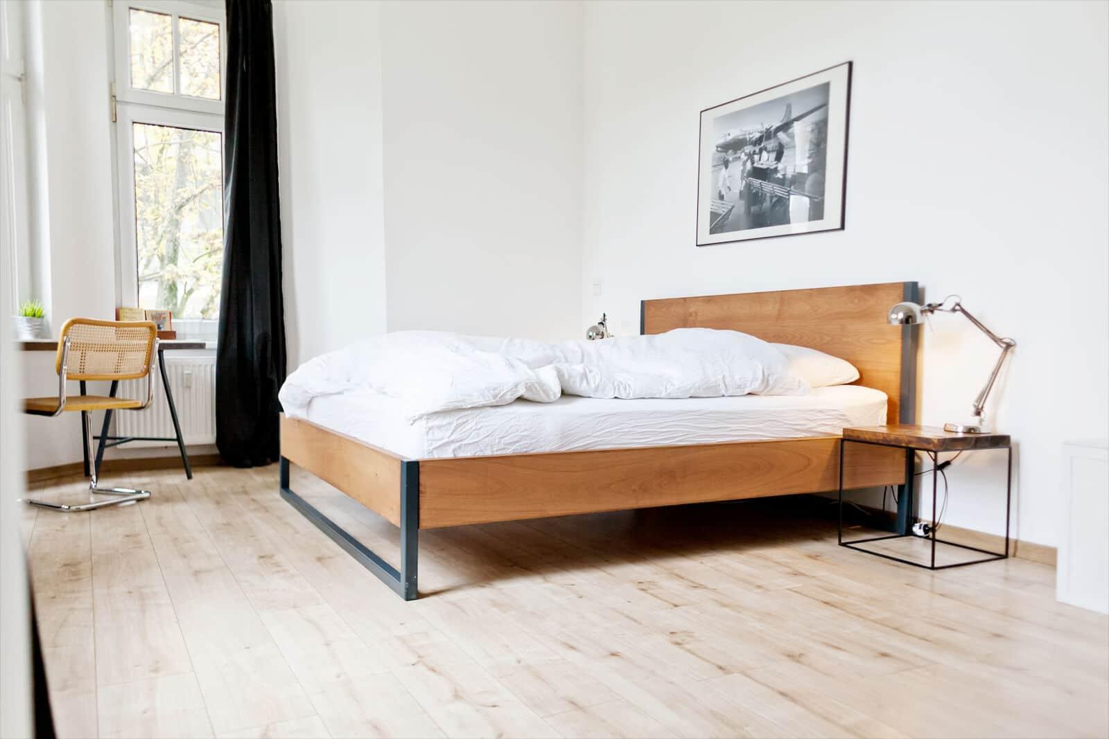 Full Size of Rückwand Bett Holz Minimalistisch Betten Mit Schubladen Unterschrank Bad Tagesdecken Für Zum Ausziehen 160x200 Lattenrost Und Matratze Weißes 90x200 Wohnzimmer Rückwand Bett Holz