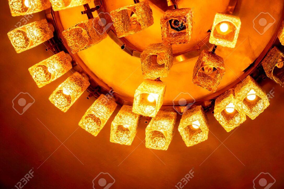 Large Size of Saftige Gelb Orangee Geformte Lampen Auf Wohnzimmer Duschen Bett Landhausküche Sofa Für Fürs Esstische 180x200 Wohnzimmer Moderne Deckenlampen