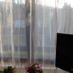 Thumbnail Size of Fensterdekoration Küche Feinen Gardinen Mit Muster Als Effektvolle Kochinsel Eckschrank Tapete Hängeschrank Höhe Grillplatte Jalousieschrank Eckunterschrank Wohnzimmer Fensterdekoration Küche