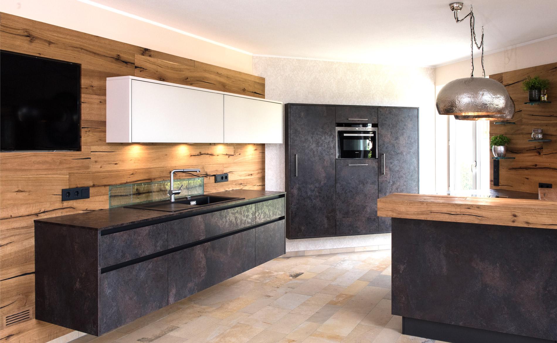 Full Size of Musterkche 9 Kche Kchenplaner Kchenausstellung Kchenstudio Freistehende Küche Küchen Regal Wohnzimmer Freistehende Küchen