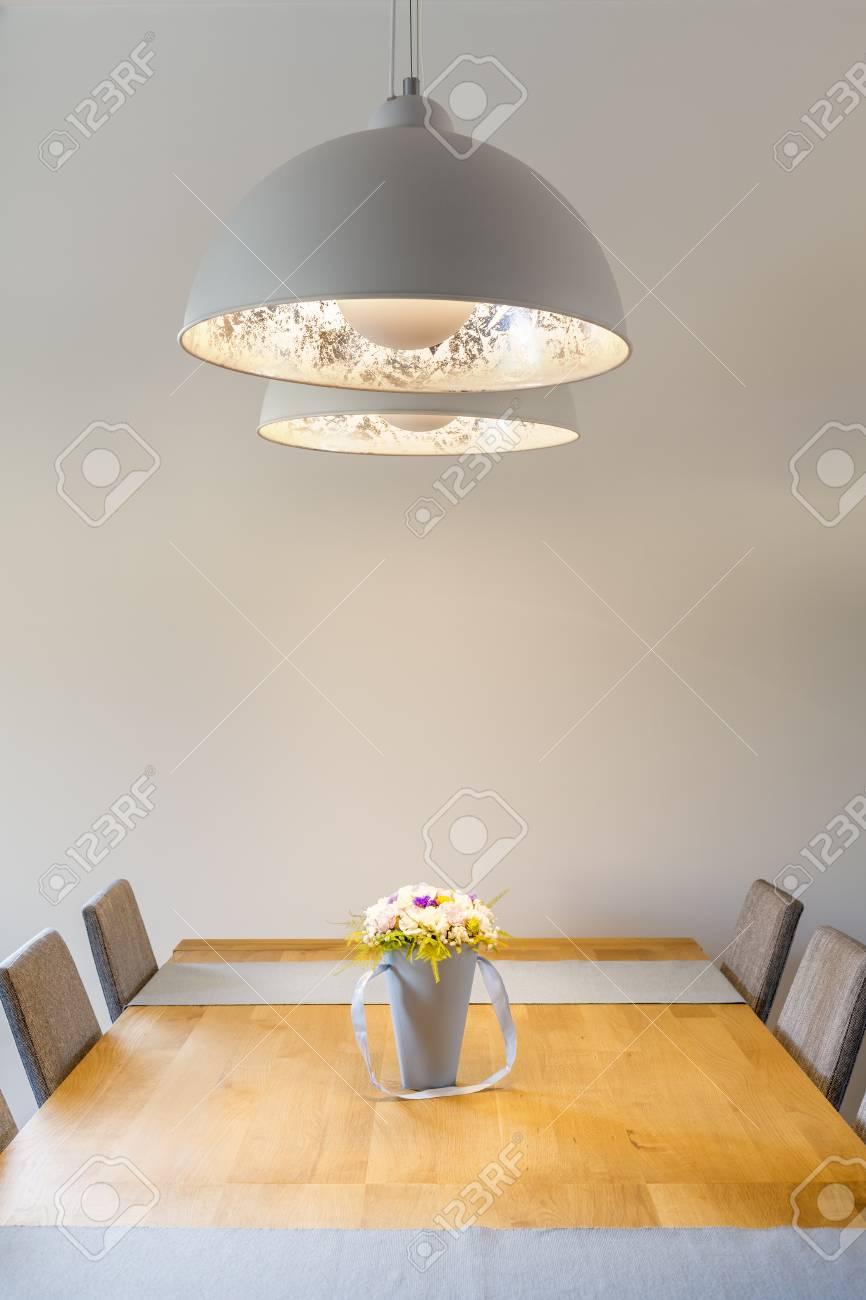Full Size of Holz Lampe Esstisch Selber Bauen Led Rund 2 Ring Linus Anleitung Obi Weier Raum Mit Und Lizenzfreie Fotos Wohnzimmer Holz Deckenleuchte