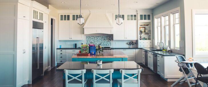 Medium Size of 7 Ideen Fr Perfekte Kche In Blau Barhocker Küche Hängeregal Wasserhähne Granitplatten Kurzzeitmesser Unterschrank Keramik Waschbecken Pendelleuchten Wohnzimmer Küche Blau