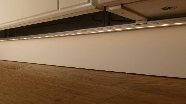 Medium Size of Sockel Und Fuleisten Ikea Kitchen Küche Waschbecken Hochglanz Weiss Landhaus Wandverkleidung Laminat In Der Blende Fettabscheider Sitzgruppe Umziehen U Form Wohnzimmer Küche Sockelleiste