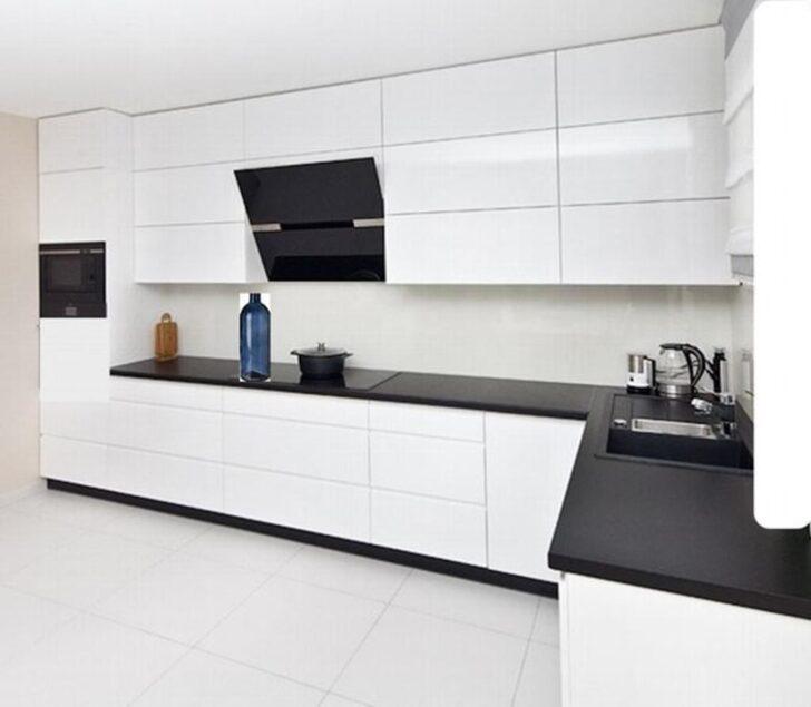 Medium Size of Moderne Grifflose Kche Kchenzeile In Wei Glanz Real Küchen Regal Wohnzimmer Real Küchen