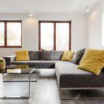 Großes Ecksofa Groe Und Couchtisch Aus Glas In Einem Sehr Sofa Bezug Mit Ottomane Bild Wohnzimmer Regal Bett Garten Wohnzimmer Großes Ecksofa