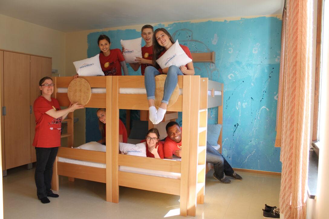 Large Size of Betten Jugend Katholische Salzburgalles Schlft In Neuen Kopfteile Für Bei Ikea Landhausstil Massiv 90x200 Mit Schubladen 180x200 160x200 Ebay Schlafzimmer Wohnzimmer Betten Jugend
