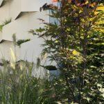 Abtrennwand Garten Wohnzimmer Abtrennwand Garten Trennwand Holz Geometrical Garden Segregation Made Of White Compact Board The Bewässerungssysteme Test Kugelleuchte Loungemöbel Klapptisch