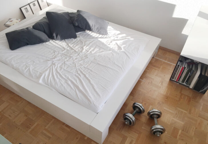 Medium Size of Flaches Bett Somnium Minimalistisches Design Von Weiß 180x200 Günstig Betten Kaufen Ohne Kopfteil Mit Lattenrost Boxspring Selber Bauen 120x200 Bestes Luxus Wohnzimmer Flaches Bett