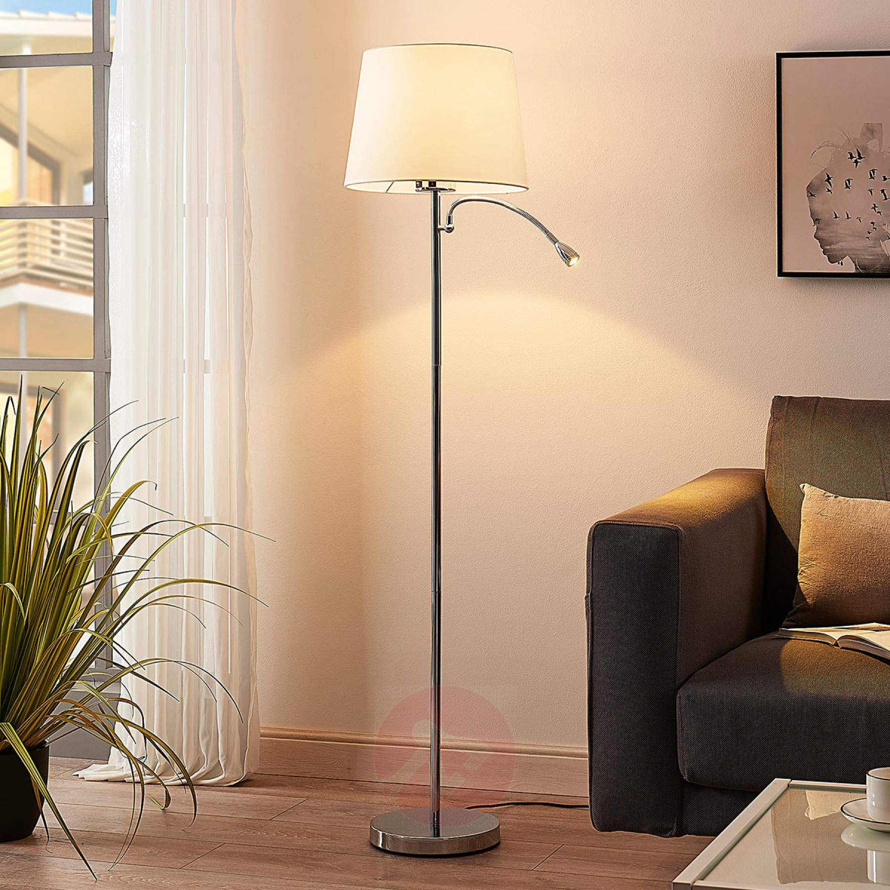Full Size of Wohnzimmer Stehlampe Led Stehlampen Stehleuchten Stehleuchte Dimmbar Bro Gwendolin 2 Schirme Lampenwelt Beleuchtung Moderne Deckenleuchte Fototapeten Panel Wohnzimmer Wohnzimmer Stehlampe Led