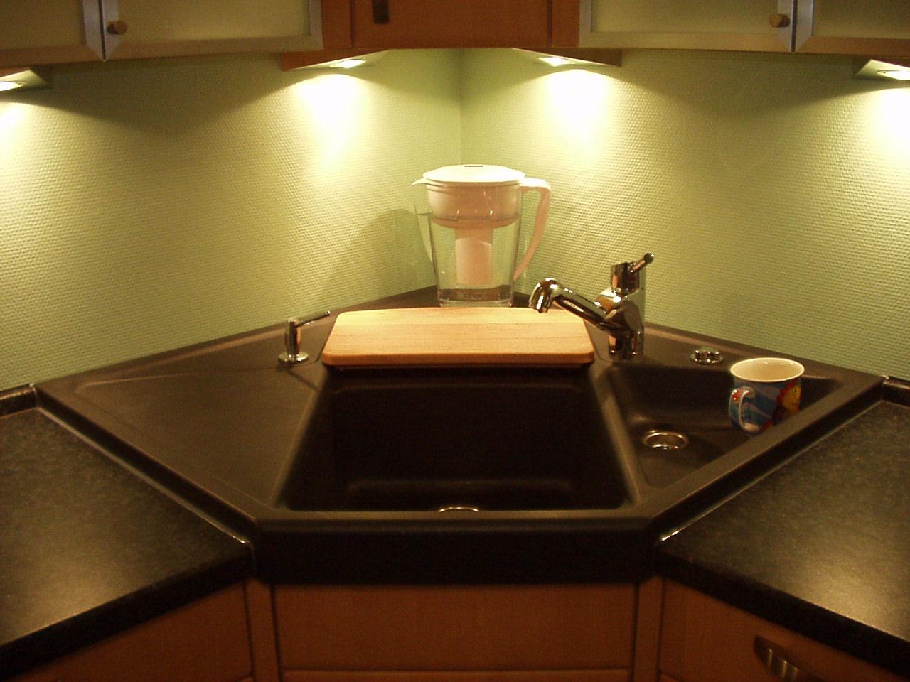 Full Size of Spülbecken Ecke 8 Deckenleuchten Schlafzimmer Lampe Badezimmer Decke Deckenleuchte Waschbecken Bad Deckenlampe Esstisch Deckenstrahler Wohnzimmer Wohnzimmer Spülbecken Ecke
