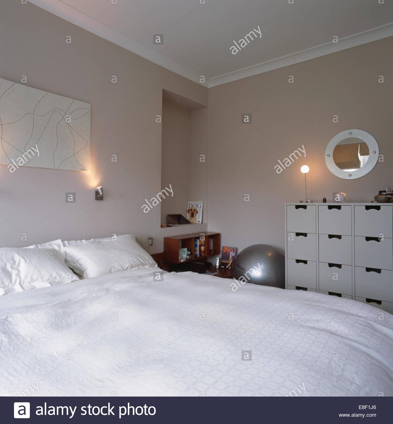 Full Size of Schlafzimmer Wandleuchte Mit Schalter Wandleuchten Bett Leselampe Ikea Ber Dem Weien Kissen Und Bettdecke In Stuhl Für Deckenleuchte Modern Set Komplette Wohnzimmer Schlafzimmer Wandleuchte