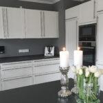 Küche Weiß Grau Weie Minimalistische Kchen Tolle Fotos Und Inspirationen Gardinen Deckenlampe Edelstahlküche Gebraucht Miele Armaturen Anrichte Regal Wohnzimmer Küche Weiß Grau