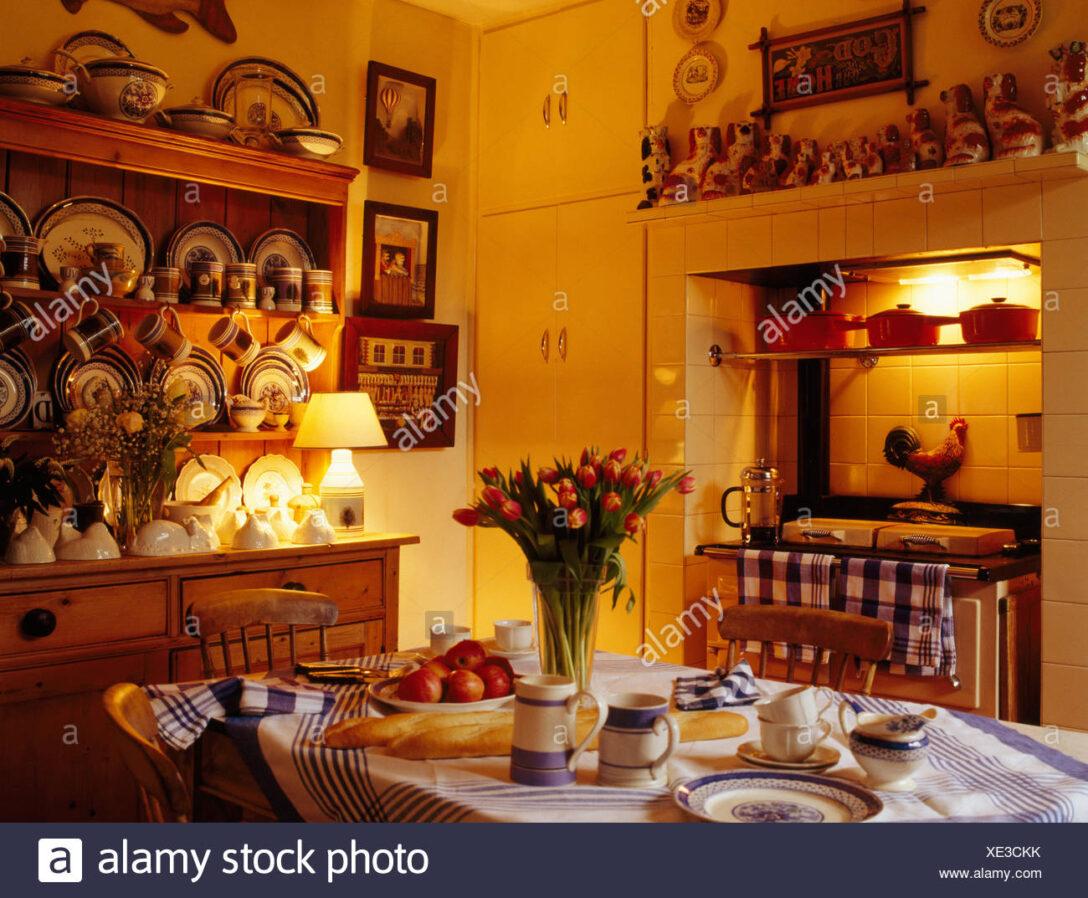 Large Size of Landhaus Küche Lampe Tisch Set Fr Tee In Landhauskche Mit Beleuchteten Auf Der Rolladenschrank Rollwagen Pendelleuchten Miniküche Kühlschrank Singelküche Wohnzimmer Landhaus Küche Lampe