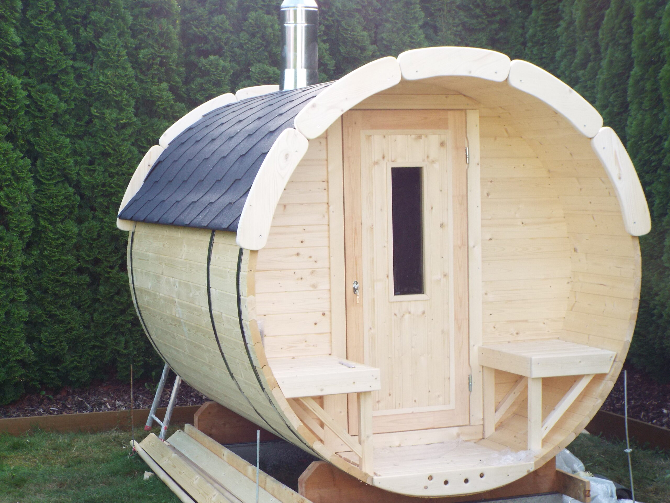 Full Size of Gartensauna Bausatz Fasssauna Mit Terrasse Sauna Ist Aus Verschiedem Holz Wohnzimmer Gartensauna Bausatz