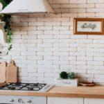Weie Kche Kombinieren Mit Holzarbeitsplatte Co Küchen Regal Sofa Alternatives Wohnzimmer Alternative Küchen