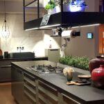 Hängeregal Kücheninsel Pin Von Julia Lenzner Auf Kche In 2020 Kchen Design Küche Wohnzimmer Hängeregal Kücheninsel