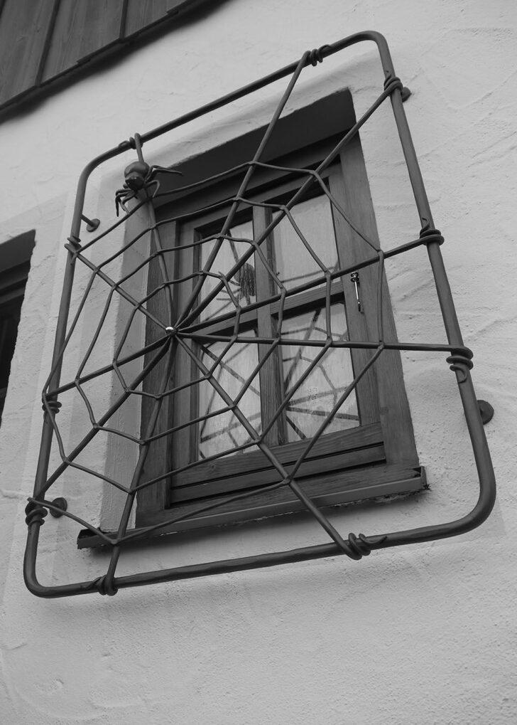 Medium Size of Fenstergitter Einbruchschutz Modern Und Nach Ma Aus Eisen Moderne Landhausküche Modernes Bett 180x200 Fenster Bilder Fürs Wohnzimmer Sofa Tapete Küche Wohnzimmer Fenstergitter Einbruchschutz Modern