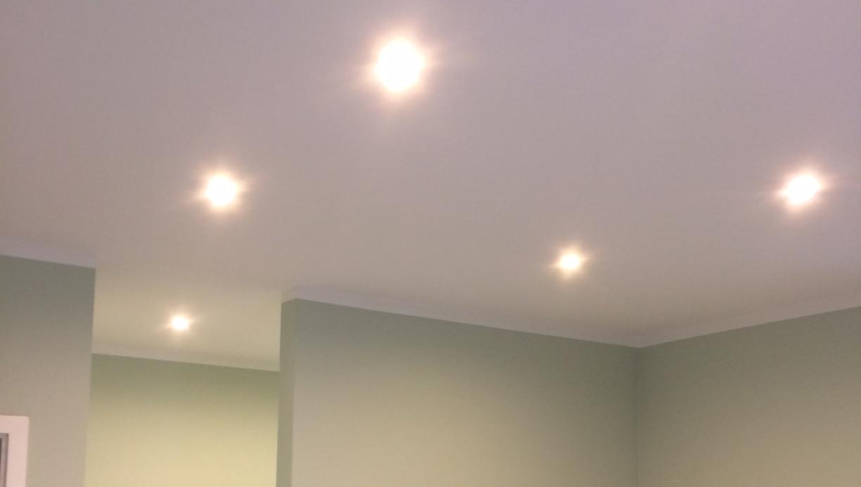 Full Size of Deckenspots Wohnzimmer Decken Deckenlampen Modern Stehlampe Relaxliege Schrankwand Led Deckenleuchte Landhausstil Tapete Gardine Lampe Komplett Hängeschrank Wohnzimmer Deckenspots Wohnzimmer
