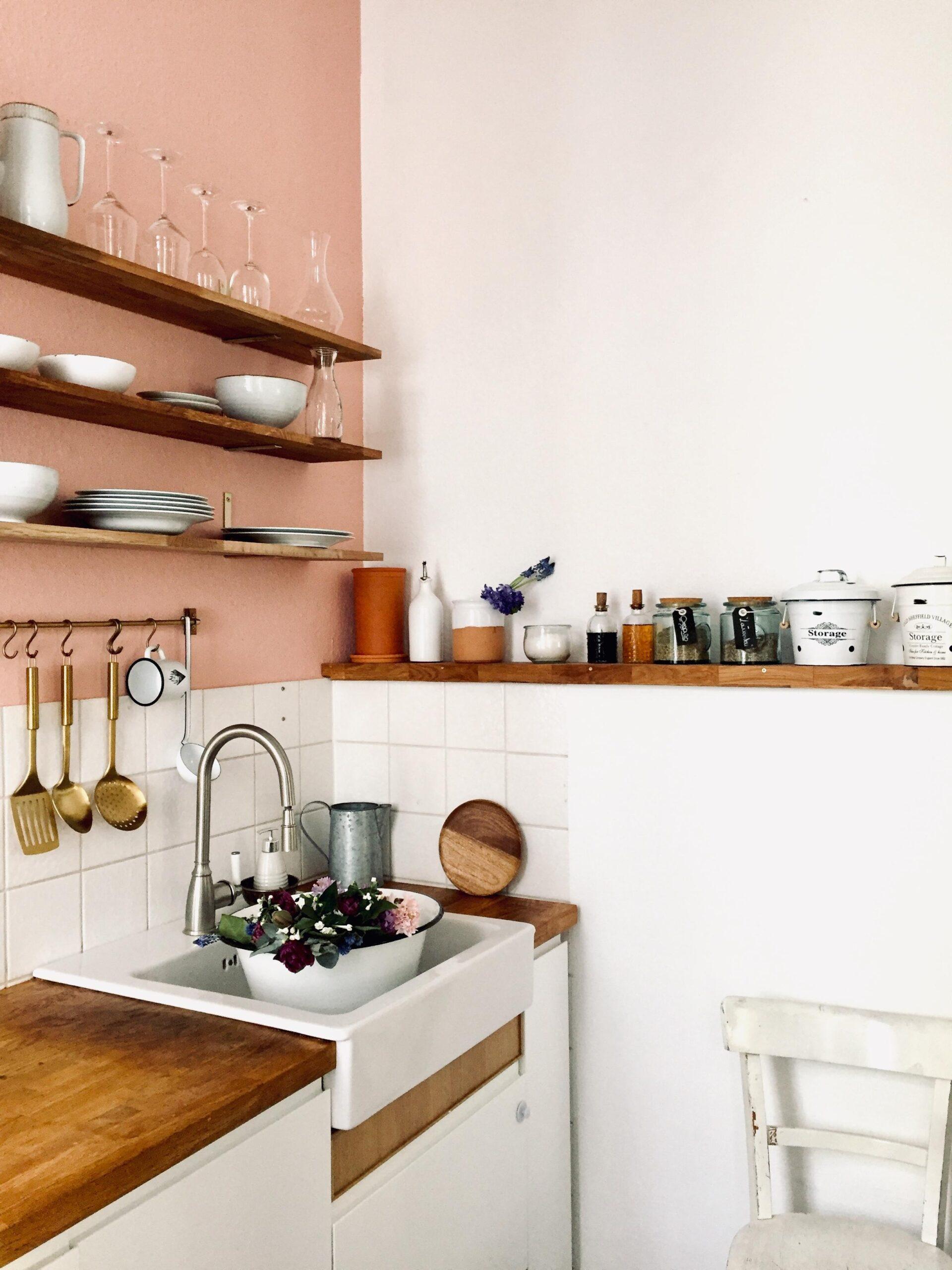Full Size of Weiße Küche Wandfarbe Farbe In Der Kche So Wirds Wohnlich Thekentisch Einlegeböden Sideboard Günstige Mit E Geräten Abfallbehälter Grau Hochglanz Wohnzimmer Weiße Küche Wandfarbe