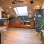 Eine Exklusive Kche Im Dachgeschoss Schreinerei Haas Küche Pendelleuchte Mit Elektrogeräten Günstig Singleküche Moderne Landhausküche Sonoma Eiche Wohnzimmer Küche Dachgeschoss