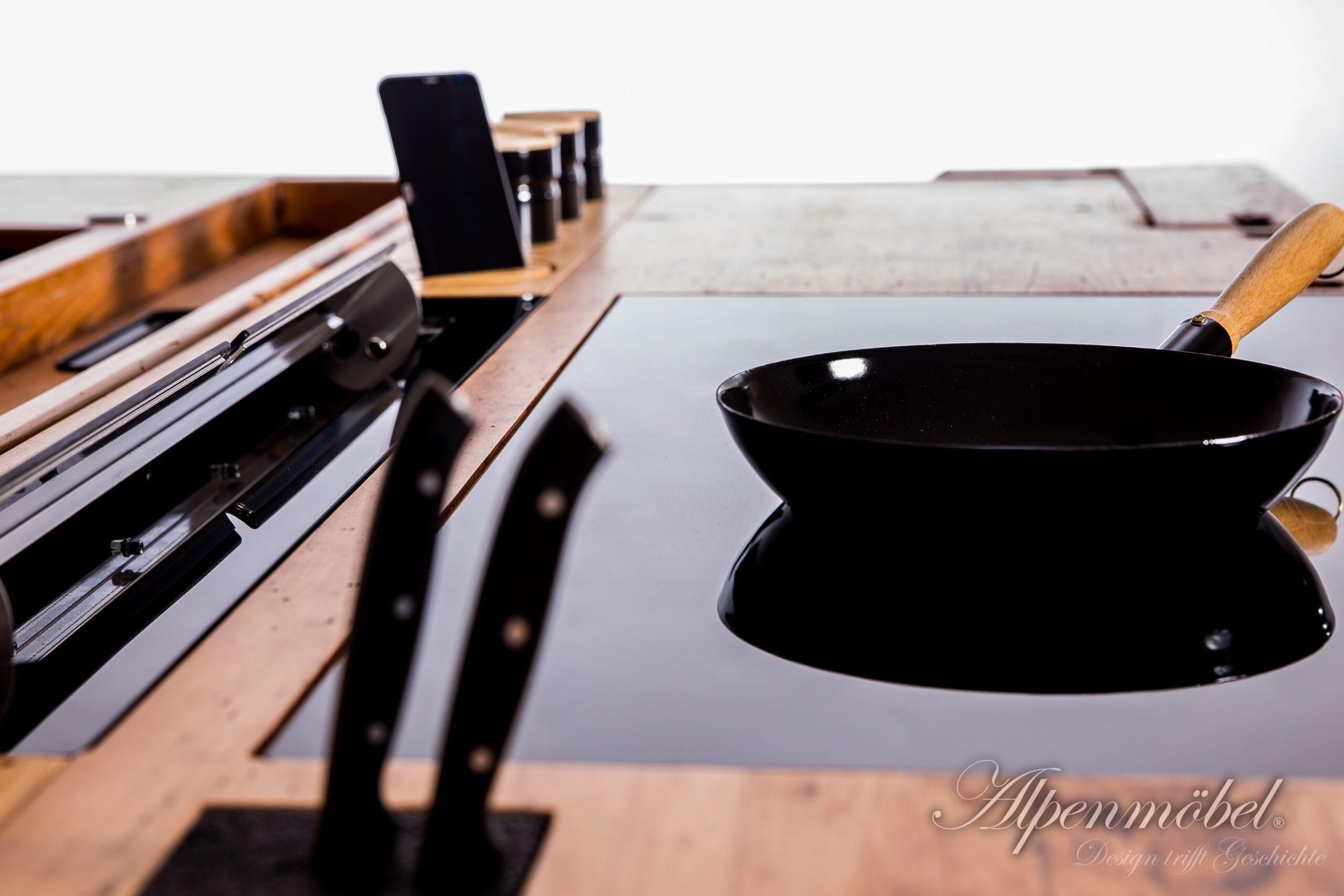 Full Size of Kochinsel Steckdose Alpenmbel Design Trifft Geschichte Hobelbank Bad L Küche Mit Spiegelschrank Beleuchtung Und Wohnzimmer Kochinsel Steckdose