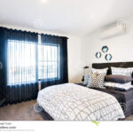 Vorhang Schlafzimmer Wohnzimmer Schlafzimmer Belichtet Mit Sonnenlicht Durch Vorhang Massivholz Set Günstig Rauch Regal Komplett Weiß Wandtattoos Weißes Kronleuchter