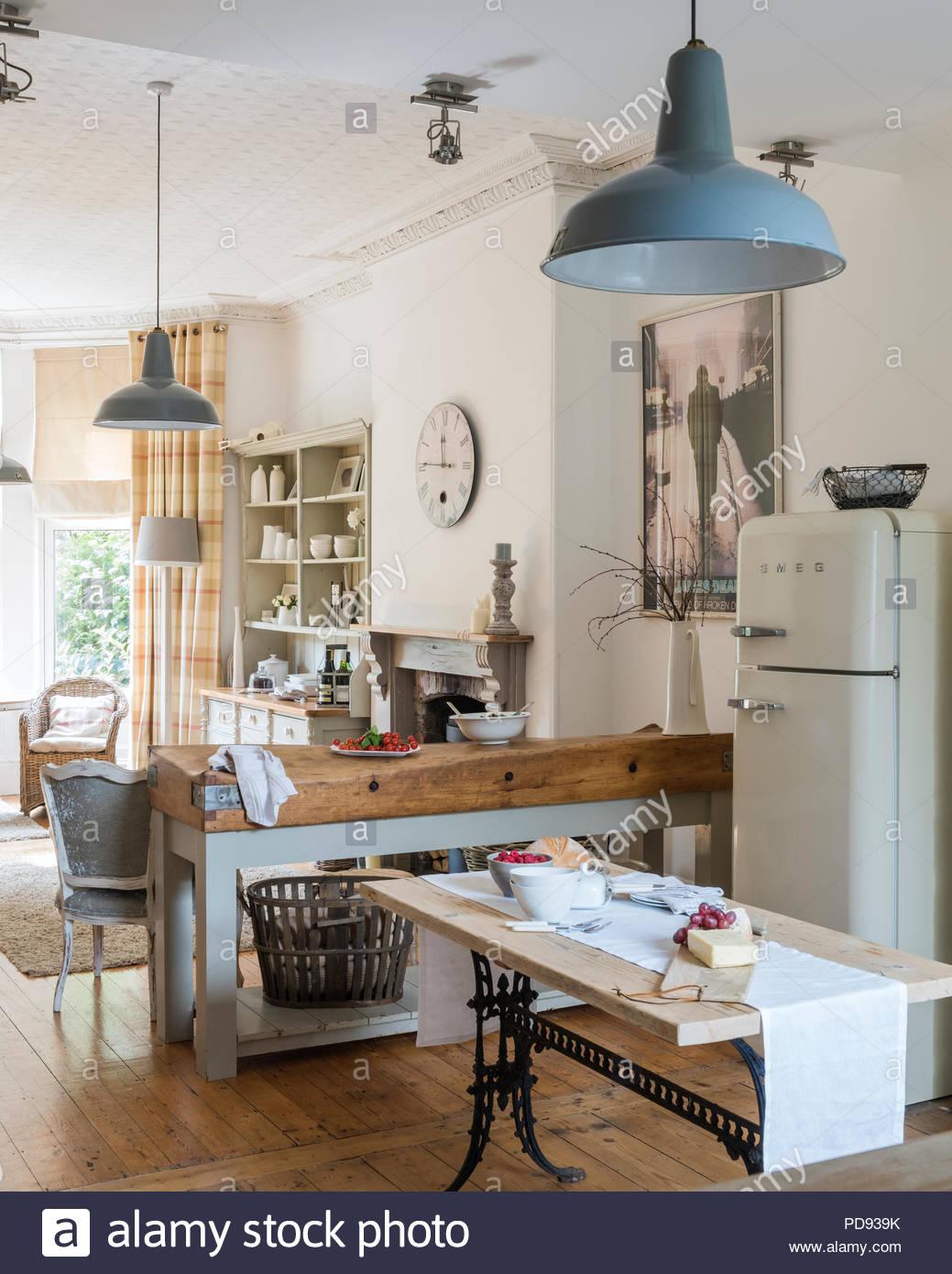 Full Size of Freistehende Küchen Rustikale Kche Mit Einem Modernen Industrial Küche Regal Wohnzimmer Freistehende Küchen