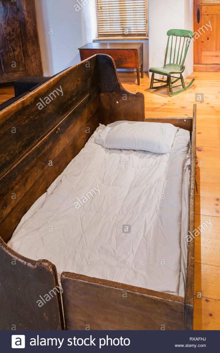 Medium Size of Bank Aus Altem Bett Pinewood 1830 Beggars Und Grnen Holz Boston Betten Günstig Kaufen 180x200 Breite Ausklappbares Mit Lattenrost Matratze Paletten 140x200 Wohnzimmer Bank Aus Altem Bett