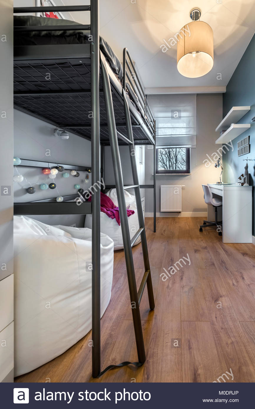 Full Size of Moderne Teenager Zimmer Mit Etagenbett Stockfoto Wohnzimmer Deko Schlafzimmer Deckenlampe Badezimmer Kosten Klimagerät Für Dekoration Gardine Led Beleuchtung Wohnzimmer Zimmer Teenager
