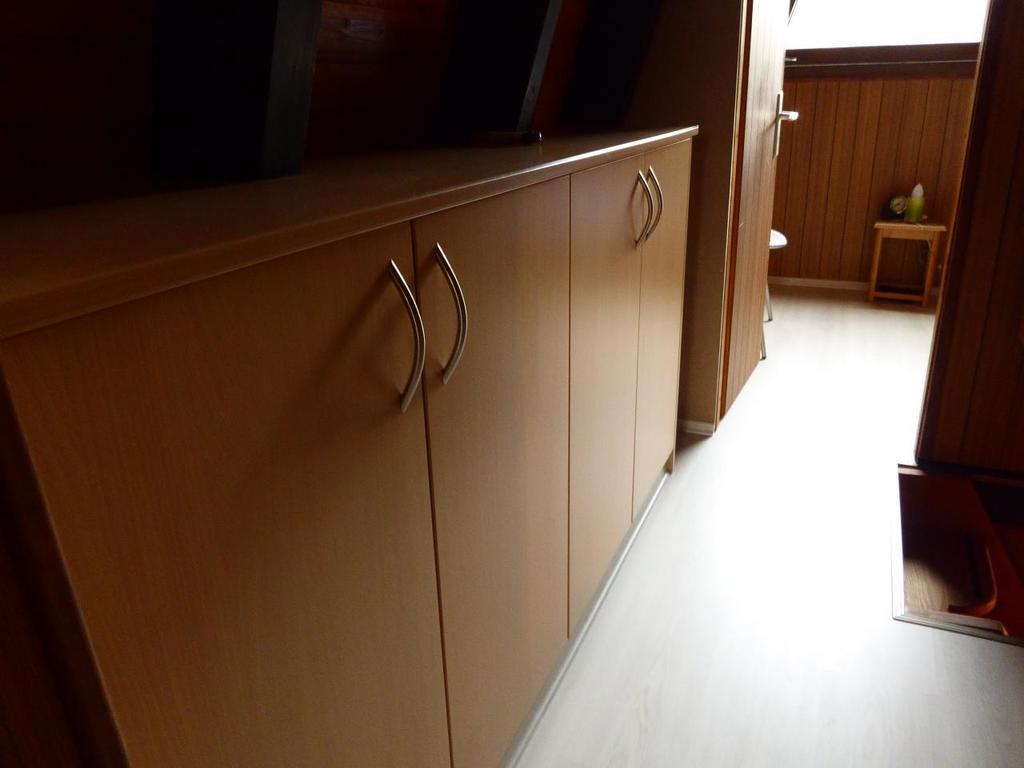 Full Size of Schrankküchen Mit Rolladen Ferienhaus Waldhuschen Spiegelschrank Bad Beleuchtung Günstige Küche E Geräten Sofa Schlaffunktion Verstellbarer Sitztiefe 2 Wohnzimmer Schrankküchen Mit Rolladen