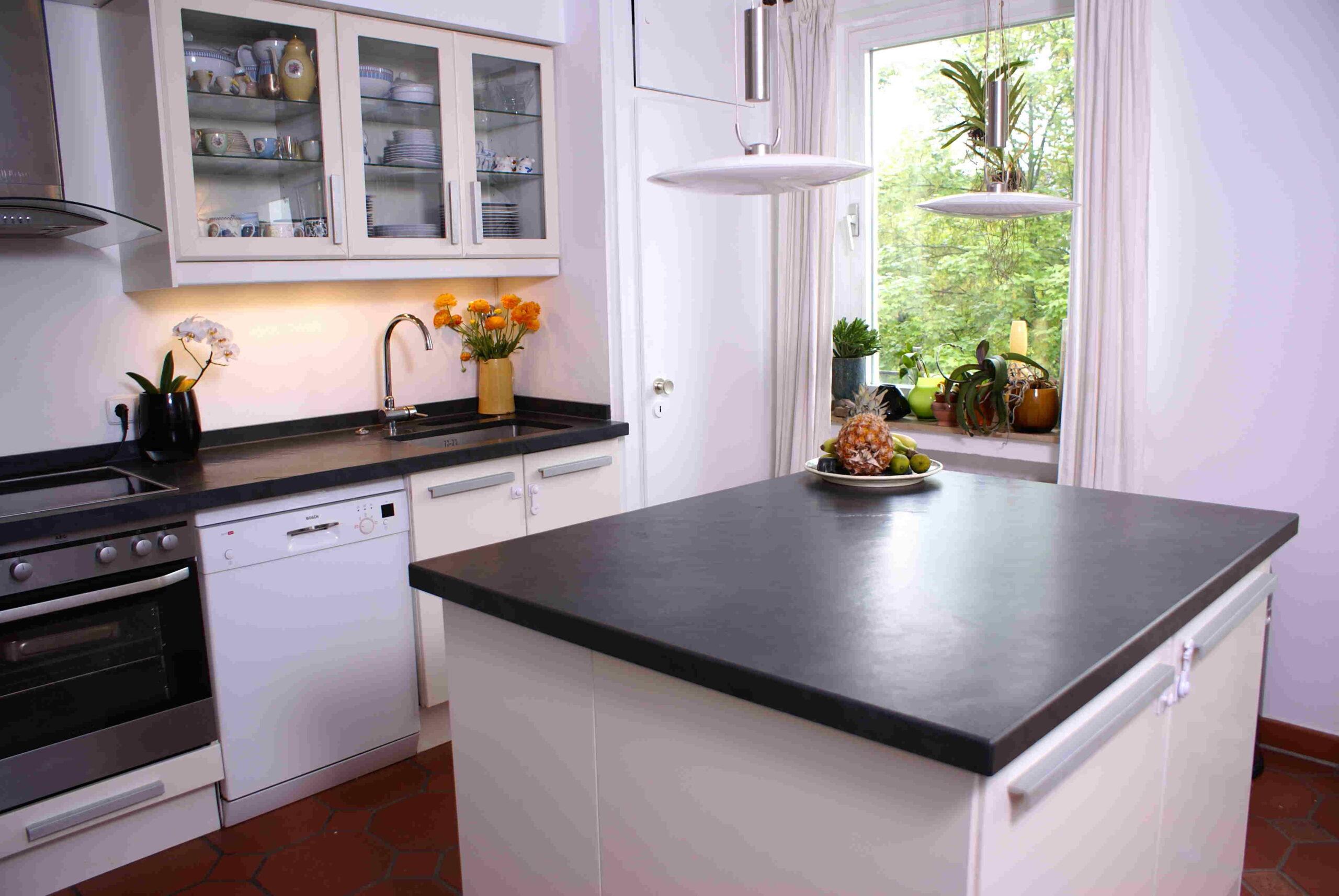 Full Size of Wer Fertigt Granit Arbeitsplatten Fr Ikea Unser Küche Arbeitsplatte Granitplatten Sideboard Mit Wohnzimmer Granit Arbeitsplatte