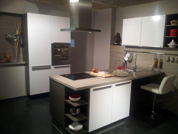 Medium Size of Alno Küchen Weiss Hochglanz Messekche Mit Wandinsel Und Sideboard Küche Regal Wohnzimmer Alno Küchen