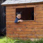 Gartenhaus Kind Wohnzimmer Gartenhaus Kind Smoby Bauen Plastik Gebraucht Holz Ebay Kleinanzeigen Obi Selber Kunststoff Junge In Einem Fenster Von Hlzernen Spielküche