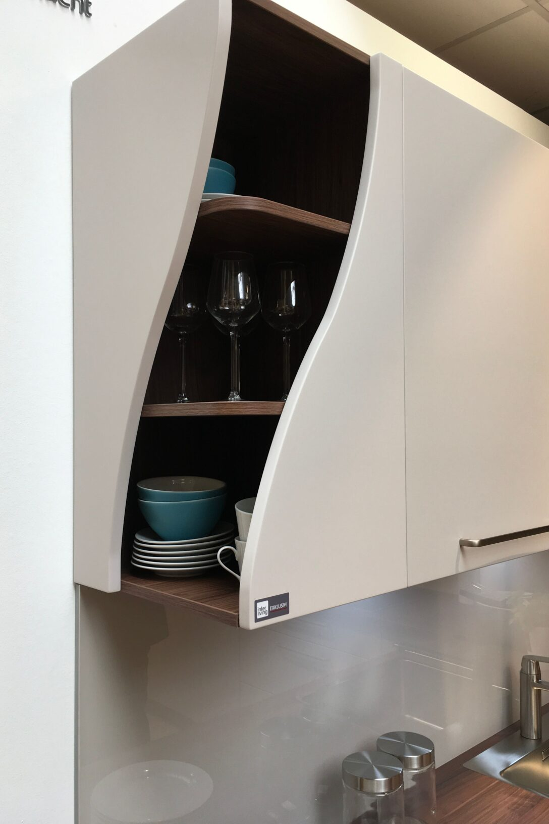 Large Size of Eckschränke Küche Kleine Besonderheiten Machen Eine Normale Kche Zur Designkche Waschbecken Sockelblende Pantryküche Mit Kühlschrank Hängeschrank Wohnzimmer Eckschränke Küche