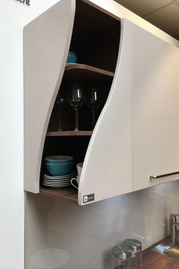 Medium Size of Eckschränke Küche Kleine Besonderheiten Machen Eine Normale Kche Zur Designkche Waschbecken Sockelblende Pantryküche Mit Kühlschrank Hängeschrank Wohnzimmer Eckschränke Küche