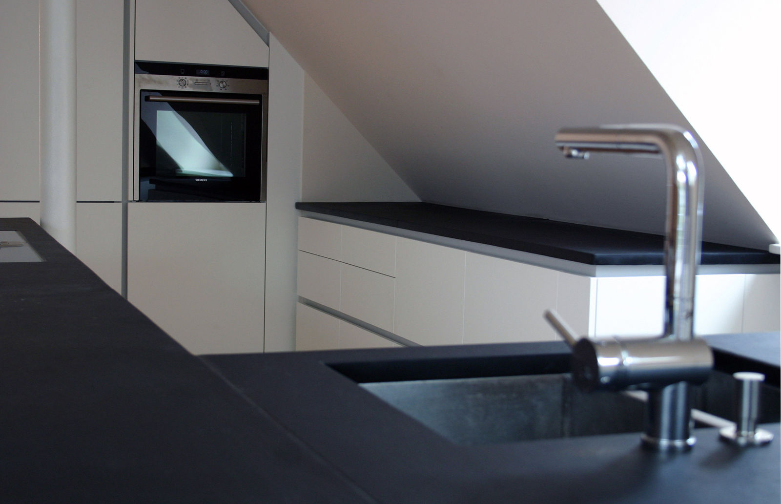 Full Size of Küche Dachgeschoss Ausstellungsstück Edelstahlküche Eckküche Mit Elektrogeräten Pantryküche Kühlschrank Wandpaneel Glas Vorratsschrank Mischbatterie Wohnzimmer Küche Dachgeschoss