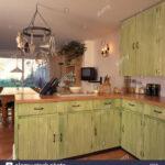 Landhausküche Grün Wohnzimmer Pastell Grn Einbauschrnke Mit Maleffekt In Landhauskche Landhausküche Weiß Gebraucht Grau Regal Grün Grünes Sofa Moderne Küche Mintgrün Weisse