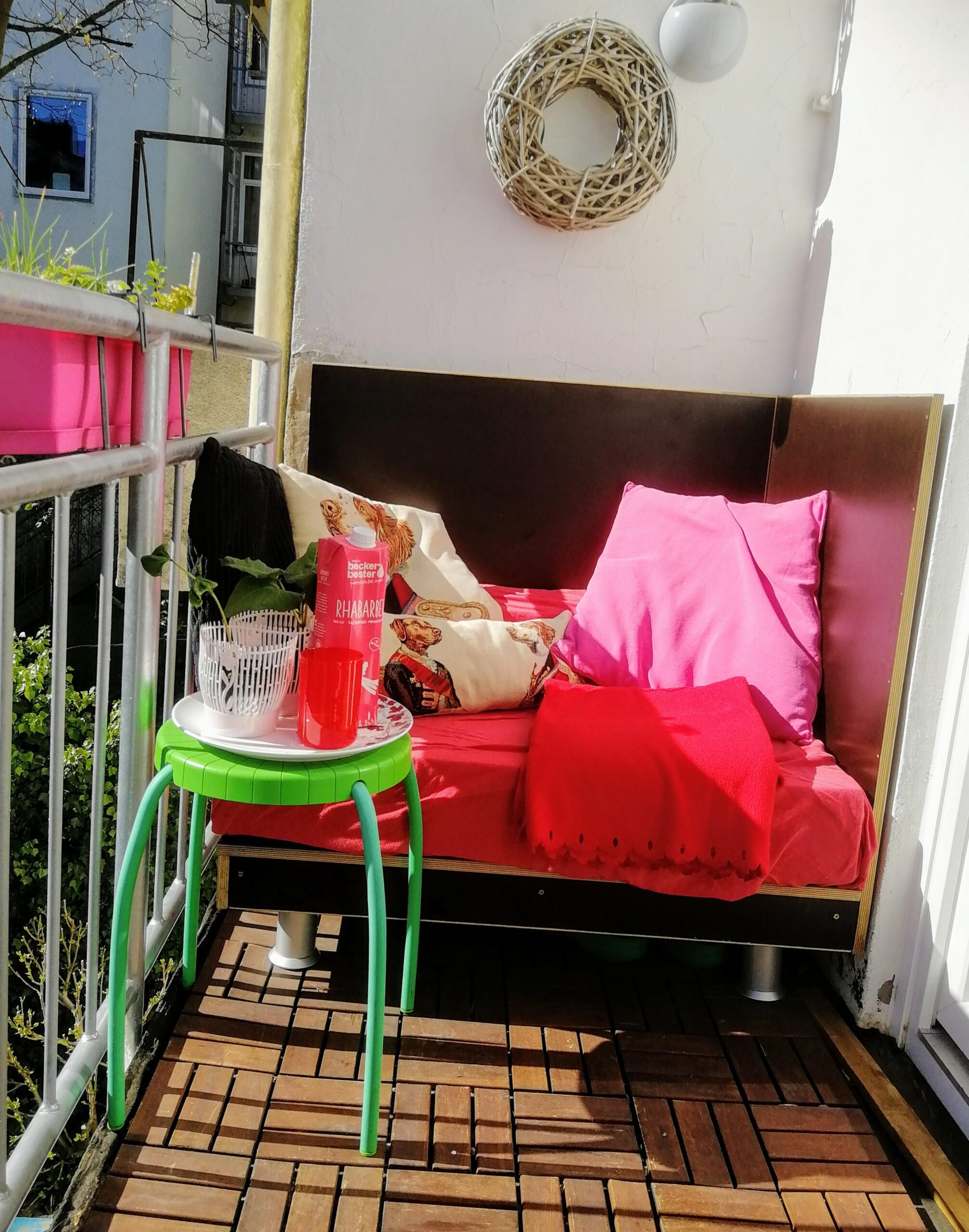 Full Size of Lounge Ecke Wohnzimmer Loungeecke Bilder Ideen Couch Komplett Lampe Loungemöbel Garten Holz Liege Deckenlampe Anbauwand Deckenlampen Deckenleuchten Wohnzimmer Lounge Ecke Wohnzimmer