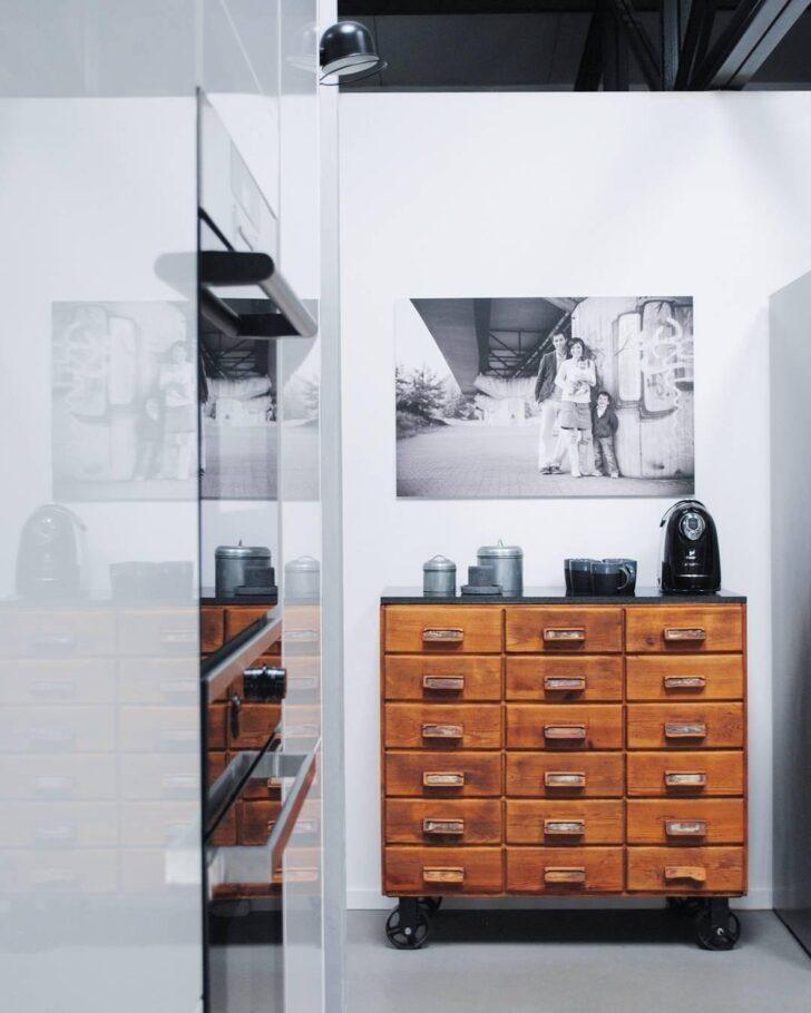 Medium Size of Küche Mit Apothekerschrank Glasbilder Landhausküche Grau Fliesenspiegel Nolte Armaturen Sofa Boxen Blende Schlafzimmer Set Matratze Und Lattenrost Wohnzimmer Küche Mit Apothekerschrank
