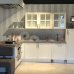 Moderne Landhauskche Mit Kleinen Raffinessen Sofa Kleines Wohnzimmer Regal Schubladen Kleine Einbauküche Kleiner Esstisch Bäder Dusche Küche Einrichten Wohnzimmer Kleine Landhausküche