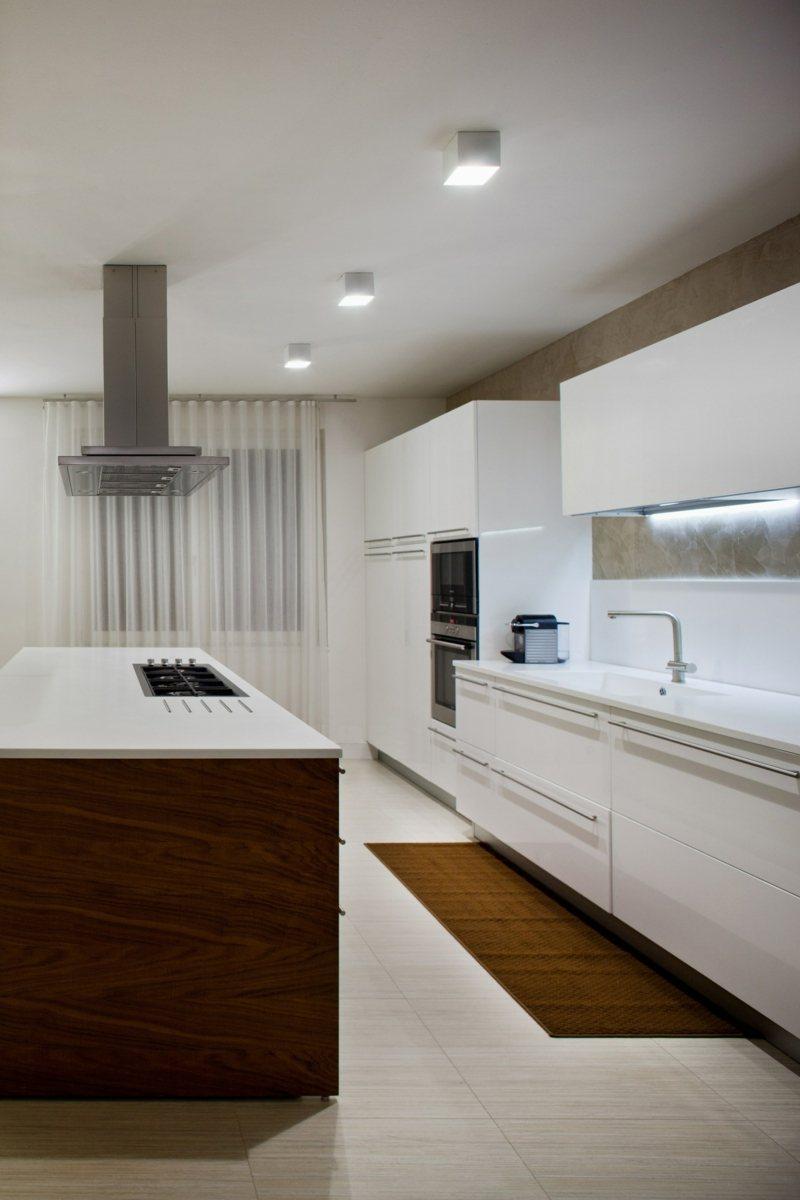 Full Size of Küchen Deckenlampe Deckenleuchte Fr Kche Tolle Modelle Gestaltungsideen Wohnzimmer Deckenlampen Für Modern Küche Esstisch Schlafzimmer Bad Regal Wohnzimmer Küchen Deckenlampe
