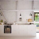 Kleine Landhausküche Weie Kchen Kchendesignmagazin Lassen Sie Sich Inspirieren Grau Kleiner Esstisch Kleines Regal Mit Schubladen Küche Einrichten Gebraucht Wohnzimmer Kleine Landhausküche