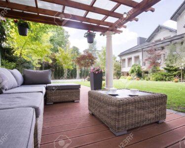 Couch Terrasse Wohnzimmer Couch Terrasse Gemtliche Korb Auf Lizenzfreie Fotos